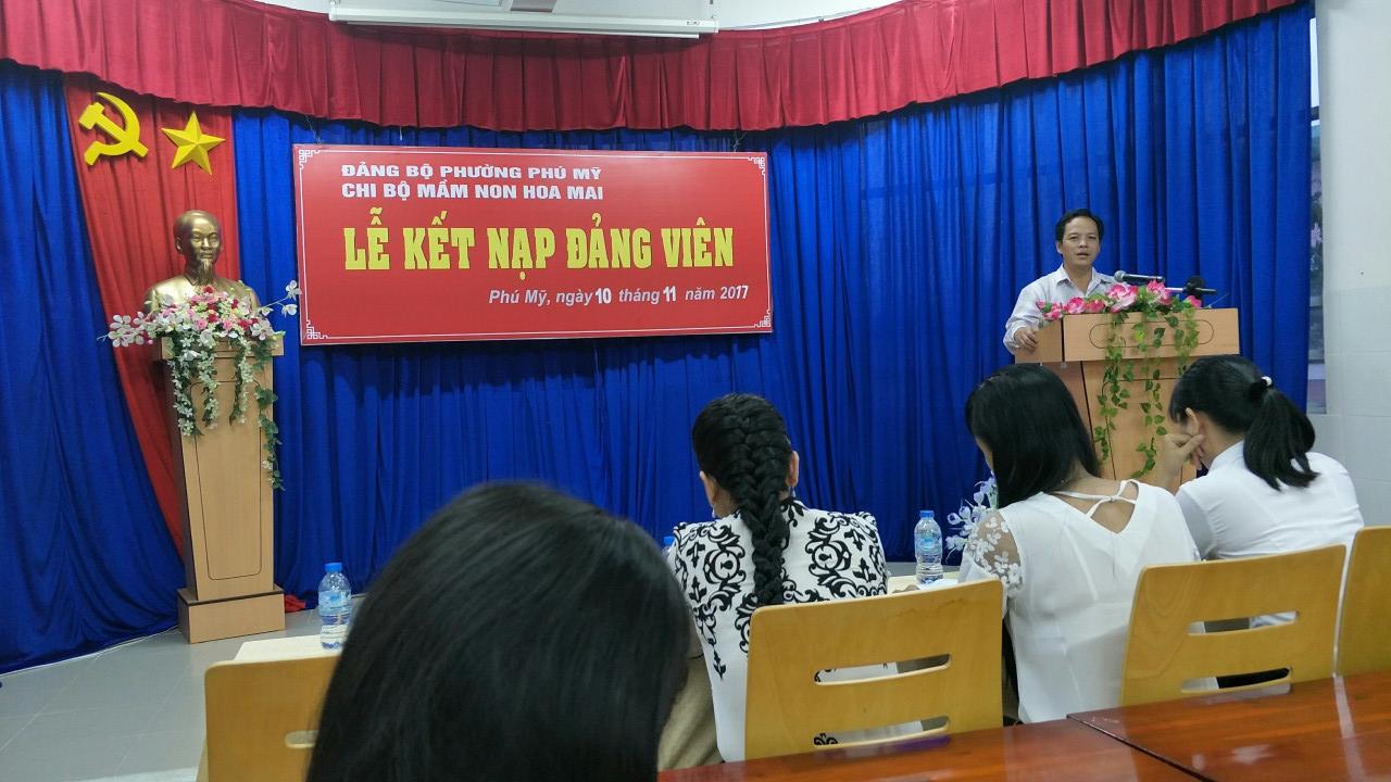 Đ/c Nguyễn Hữu Thạnh – Thành ủy viên- Bí thư Đảng Bộ Phường Phú Mỹ đến dự và phát biểu chỉ đạo trong buổi lễ kết nạp.